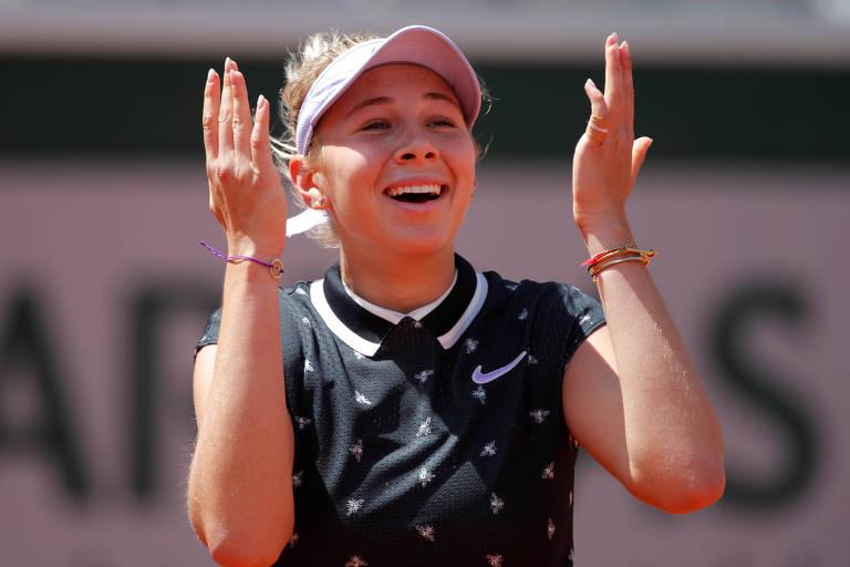 Amanda Anisimova comemora passagem às semifinais de Roland Garros