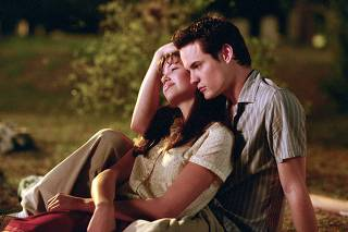 ACTOR SHANE WEST AND MANDY MOORE IN SCENE FROM A WALK TO REMEMBER
