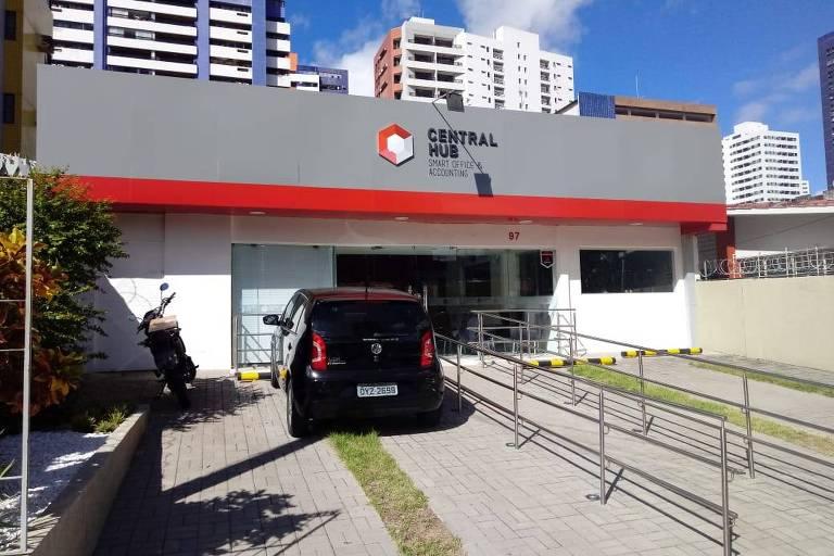 Fachada da empresa ML Comunicação, de filiada do PSL, funciona em espaço de trabalho compartilhado, em Boa Viagem, zona sul do Recife. Ela emitiu notas para o deputado federal Luciano Bivar, presidente do partido
