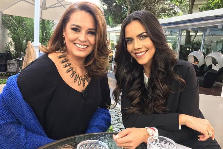 Suzy Rêgo posa ao lado da apresentador Daniela Albuquerque