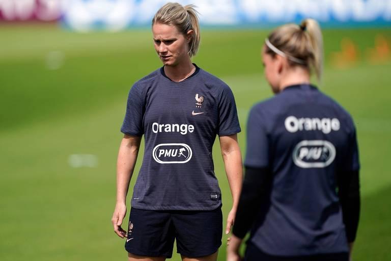 A capitã francesa, Amandine Henry, durante treino preparatório para a estreia na Copa do Mundo