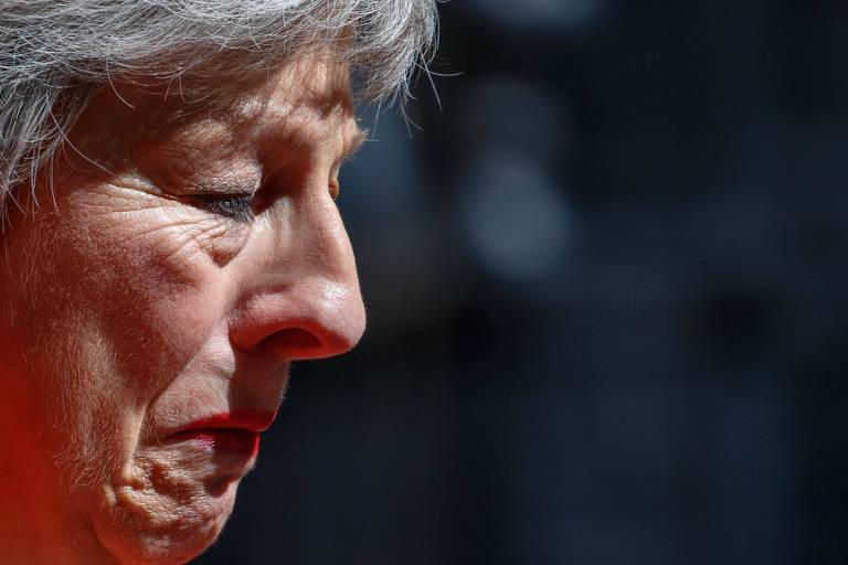 Theresa May chora no dia 24 de maio em frente a residência oficial do primeiro-ministro, em Londres, ao anunciar que renunciaria a liderança do Partido Conservador