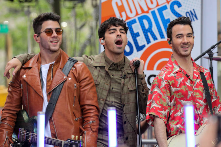 Nick Jonas, Joe Jonas e Kevin Jonas dos Jonas Brothers se apresentam no NBC's 'Today' show em Nova York nesta sexta (7)