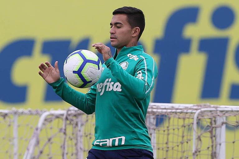 O jogador Dudu durante treino do Palmeiras