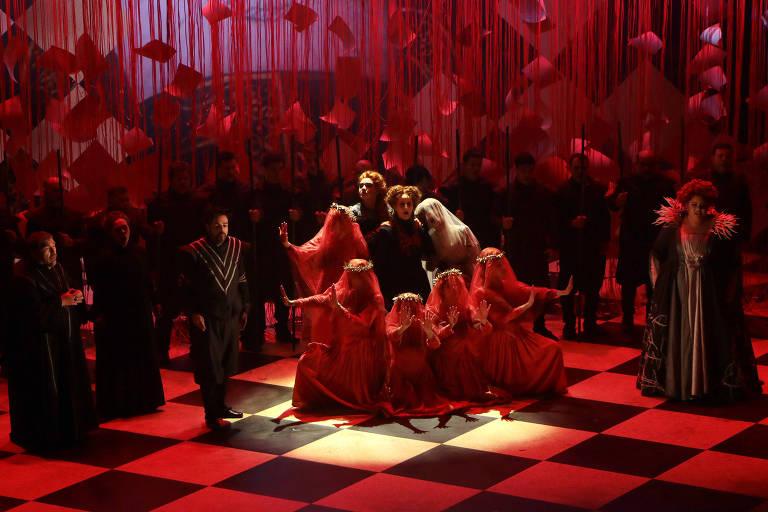 Cena da ópera Maria Stuarda, no teatro Amazonas.