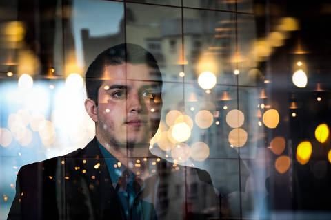 SAO PAULO/SP-BRASIL, 03/06/2019 -  Vitor Pompei, 22, que concluiu em abril um MBA em business inovation na Fiap e hoje tem sua startup. Foto: Zanone Fraissat - Folhapress / ESPECIAIS)***EXCLUSIVO***