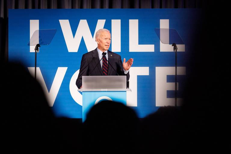 Joe Biden, que disputa a candidatura democrata, durante evento em Atlanta nesta quinta (6)