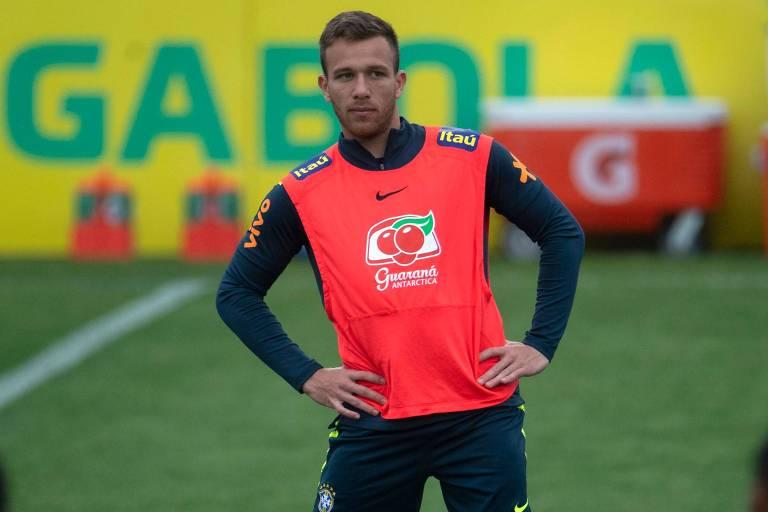 O volante Arthur durante o treinamento da seleção brasileira para a disputa da Copa América.