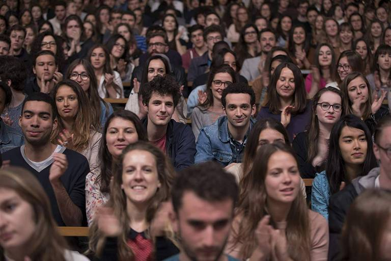 Primeiro Ano - multidão de alunos