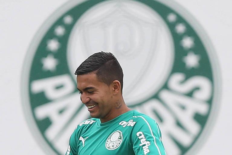Dudu participa de treino do Palmeiras na Academia de Futebol