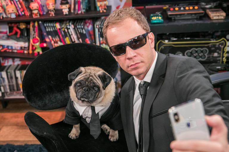 Zero 1 -  Tiago Leifert com o cachorro da raça Pug