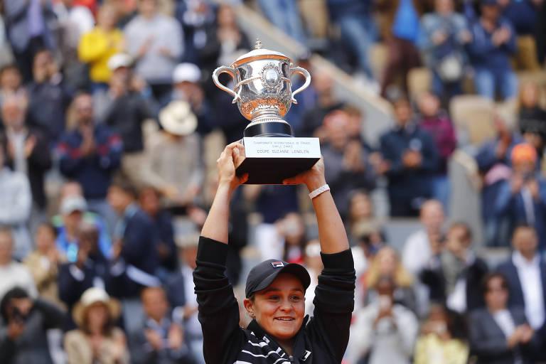 A tenista australiana Ashleigh Barty após vencer a final do torneio feminino de Roland Garros