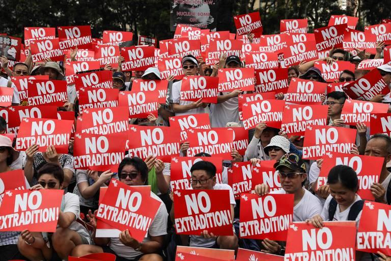 Manifestantes ocupam as ruas de Hong Kong
