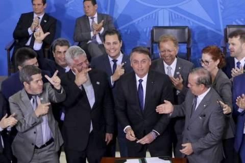 Bolsonaro assinou novo decreto para flexibilizar regras sobre armas no dia 7 de maio