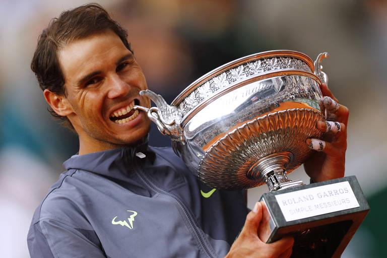 Nadal bate Thiem e conquista 12º título em Roland Garros