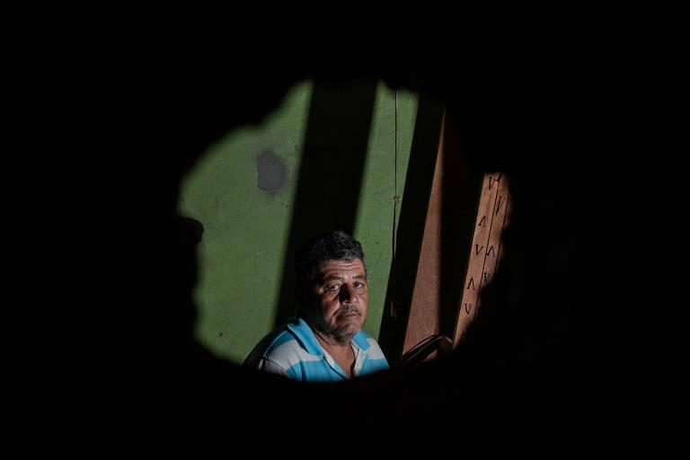 João Batista Pereira, 50, está reformando sua casa com o dinheiro da indenização da Vale, após a tragédia de Brumadinho