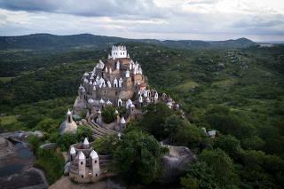 Castelo erguido pelo sargento aposentado do Exército Zé dos Montes em Sítio Novo (RN)