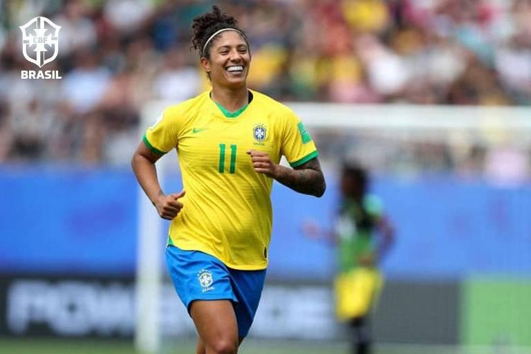 A atacante Cristiane comemora o seu primeiro gol na vitória por 3 a 0 sobre a Jamaica, na estreia da Copa do Mundo da França, em Grenoble (FRA)