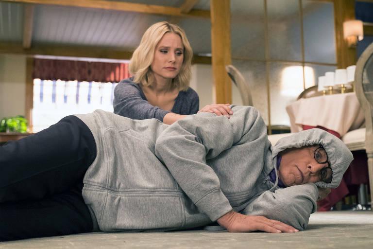 Kristen Bell como Eleanor e Ted Danson como Michael em 'The Good Place'