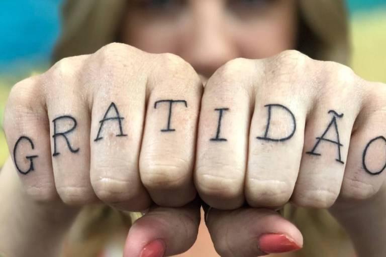 Luana Piovani mostra tatuagem nova