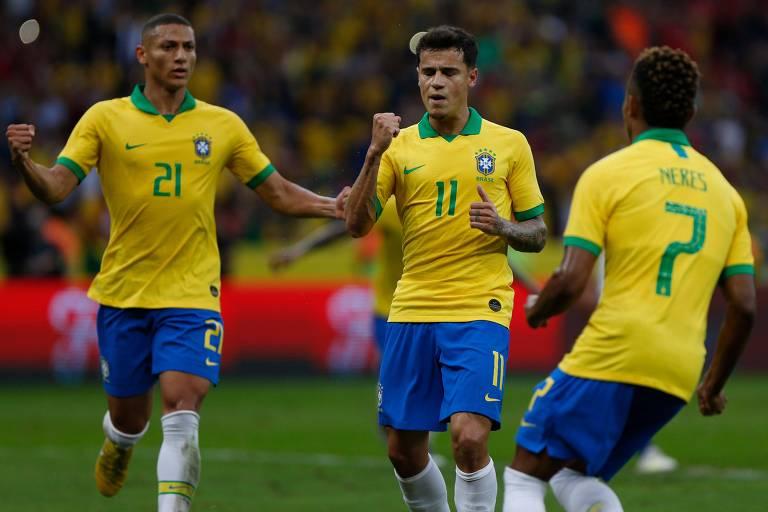 Richarlison, Philippe Coutinho e David Neres comemoram gol contra Honduras, em amistoso do Brasil durante preparação para a Copa América
