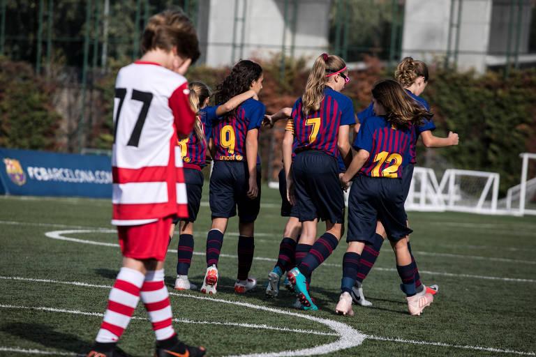 Garotas dominam ligas masculinas