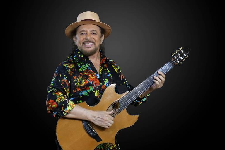 No show É Tempo de São João, cantor pernambucano Geraldo Azevedo apresenta canções próprias e versões para clássicos de Luiz Gonzaga e Dominguinhos