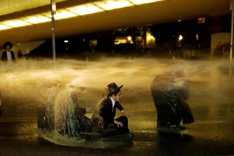 Judeus ultraortodoxos participam de protesto em Jerusalém contra o serviço militar obrigatório