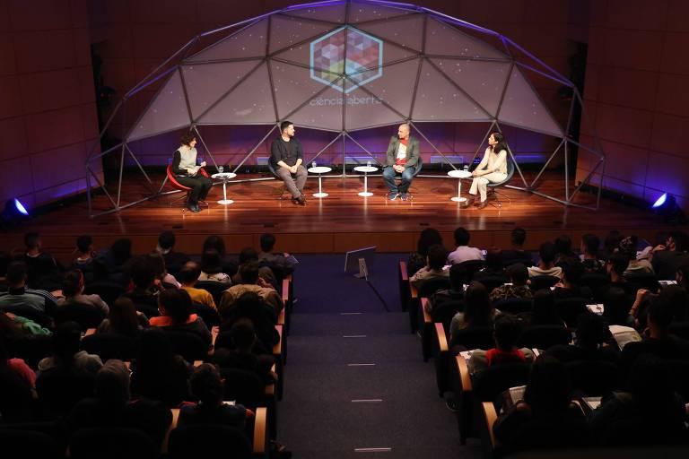 Participantes do quarto episódio do programa Ciência Aberta sobre mídias sociais e divulgação de pesquisas