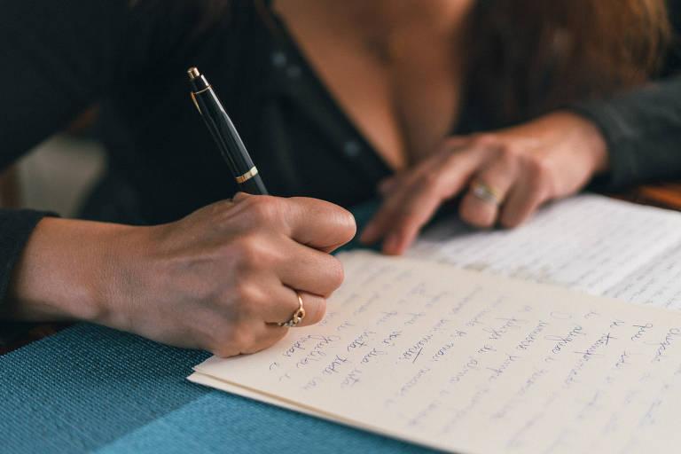Brasileira responde cartas em português enviadas para a casa de Julieta