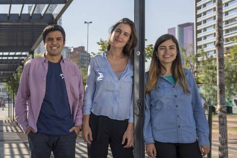 SÃO PAULO, SP, 31.08.2017 - Renan Ferreirinha, Tabata Amaral e Ligia Stocche, diretores do Movimento Mapa Educação, posam para foto no Largo de Pinheiros, em São Paulo (SP). (Foto: Renato Stockler)