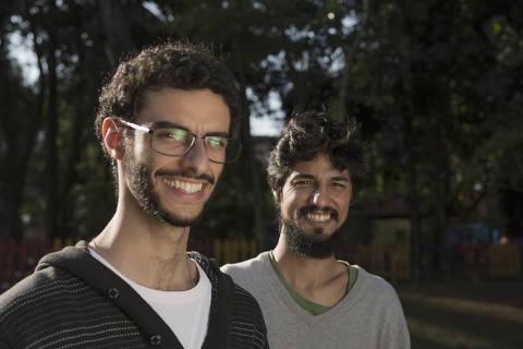 SAO PAULO, SP - 23 AGOSTO: O empreendedor social Jonas Rosenberg Lessa e Lucas Cardoso Corvacho, socios da Retalhar, posam para fotos no Caxingui, em Sao Paulo, em 23 de agosto de 2016. (Foto: Na Lata)******PREMIO EMPREENDEDOR SOCIAL 2016******