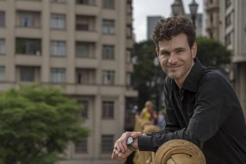 SAO PAULO, SP - 09 NOVEMBRO: O cientista politico Sergio Andrade posa para foto no centro de Sao Paulo, em Sao Paulo, em 09 de novembro de 2015. Sergio e criador do Agenda Publica, uma organizacao social que visa implementar politicas publicas atraves da fomentacao de apoio tecnico e criativo dentro das prefeituras e dos municipios de todo o Brasil. (Foto: Na Lata)******PREMIO EMPREENDEDOR SOCIAL 2015******