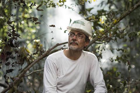 CANARANA, MT, BRASIL, 18-08-2014: Paulo Moutinho, biólogo que fundou o Ipam (Instituto de Pesquisas da Amazônia ), que faz pesquisa e contribui com o desenvolvimento sustentável da floresta amazônica, em Canarana (MT). (Foto: Renato Stockler/Na Lata)
