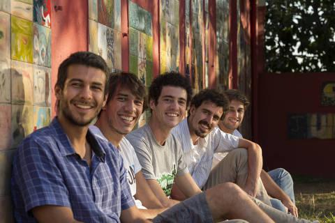***NÃO USAR - EXCLUSIVO EMPREENDEDOR SOCIAL***  SAO PAULO, SP- 5 AGOSTO: Parceiros e colaboradores da Atados, uma organizacao social que estabelece a conexao entre empresas, organizacoes nao goivernamentais e voluntarios e criam planos de gestao de voluntariado, em 5 de agosto de 2014. A Atados e finalista do Premio Empreendedor Social de Futuro 2014. ATADOS - PREMIO EMPREENDEDOR SOCIAL 2014 - (Foto: Na Lata).