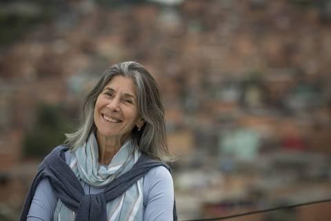 SÃO PAULO, SP, BRASIL, 14-08-2013: A diretora da Arte Despertar e finalista da 9ª edição do Empreendedor Social Regina Vidigal Guarita, em São Paulo (SP). Ela usa arte e cultura para resgatar talentos em pacientes e profissionais de saúde. (Foto: Na Lata). ***DIREITOS RESERVADOS. NÃO PUBLICAR SEM AUTORIZAÇÃO DO DETENTOR DOS DIREITOS AUTORAIS E DE IMAGEM***