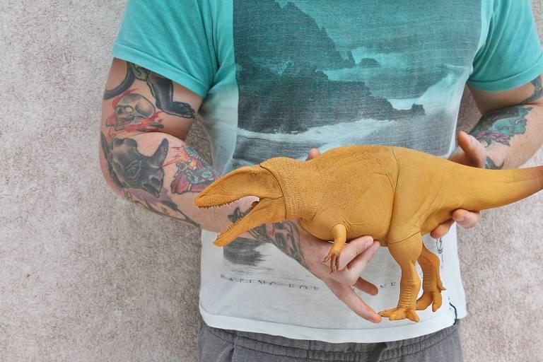 Réplica do superpredador Carcharodontosaurus; um time de paleontólogos resolveu produzir suas próprias réplicas de dinos, com design cientificamente correto e retratando espécies típicas do Brasil pré-histórico.
