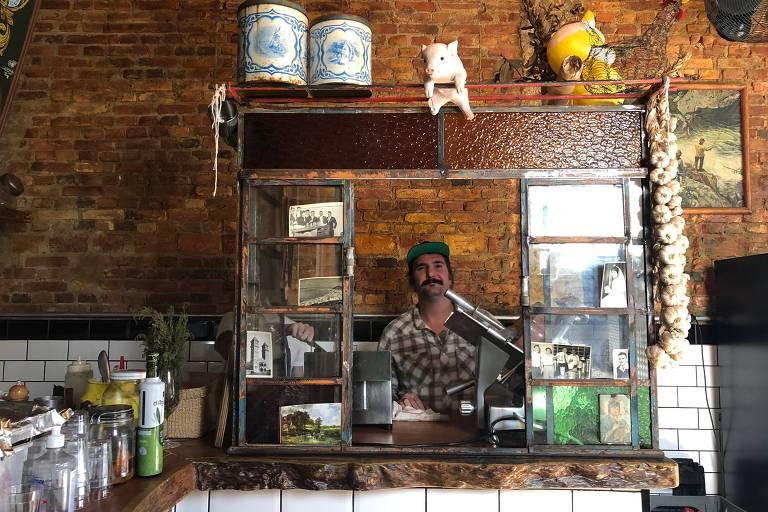 O chef Matheus Zanchini em seu restaurante na Mooca, o Borgo