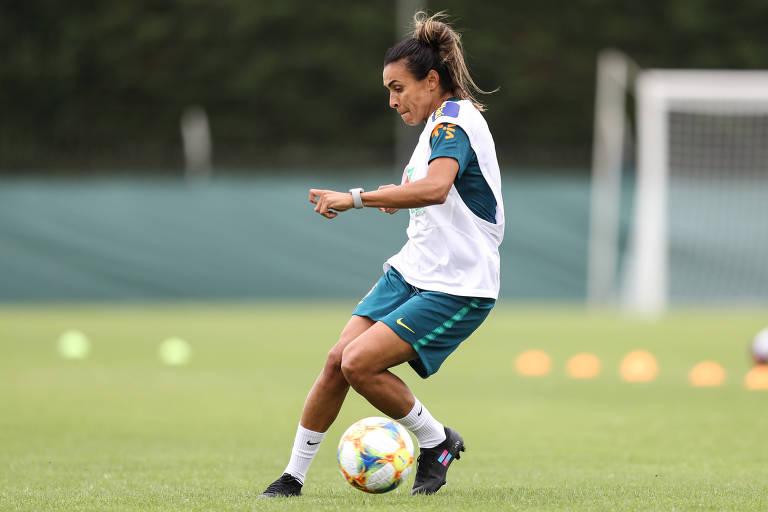 Marta durante treino da seleção brasileira na terça (11)