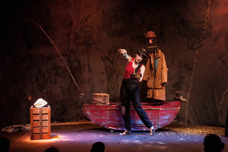 Joana Rhein em cena do infantil 'Hai, a Pescadora de Sonhos'