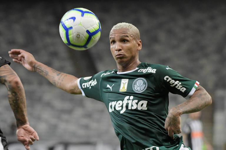 O atacante Deyverson durante partida pelo Palmeiras no Campeonato Brasileiro