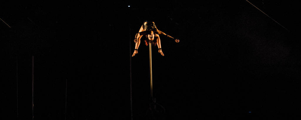 Cena de 'Backbone' (coluna vertebral), espetáculo do grupo australiano Gravity & Other Myths, que integra a programação do Festival Internacional Sesc de Circo