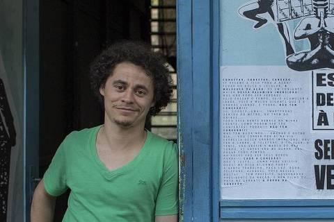 SÃO PAULO, SP, BRASIL, 09-08-2013: O jornalista, coordenador geral do Instituto Escola de Notícias e finalista da 9ª edição do Empreendedor Social Tony Marlon, em São Paulo (SP). Ele usa técnicas de comunicação, aliadas a autoconhecimento, para dar voz a adolescentes da periferia da zona sul de Sãu Paulo. (Foto: Na Lata). ***DIREITOS RESERVADOS. NÃO PUBLICAR SEM AUTORIZAÇÃO DO DETENTOR DOS DIREITOS AUTORAIS E DE IMAGEM***