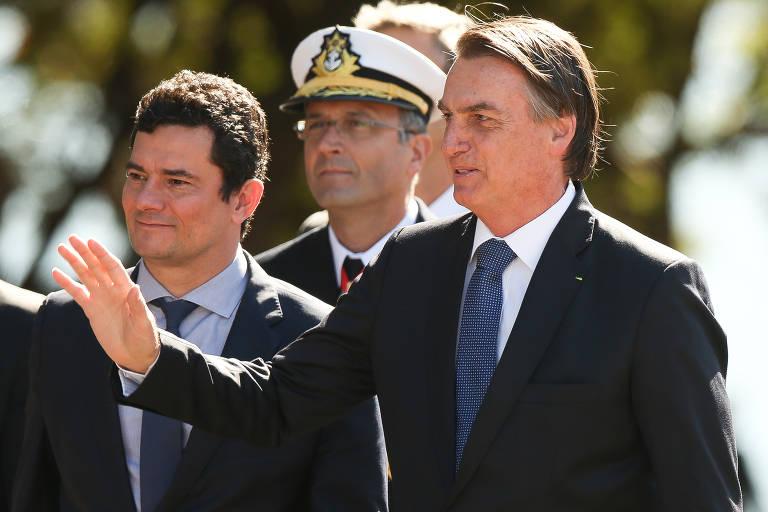 O Ministro da Justiça Sérgio Moro acompanha o presidente Jair Bolsonaro para a cerimônia de comemoração do 154º Aniversário da Batalha Naval do Riachuelo e imposição da Ordem do Mérito Naval, no Grupamento dos Fuzileiros Navais, em Brasília