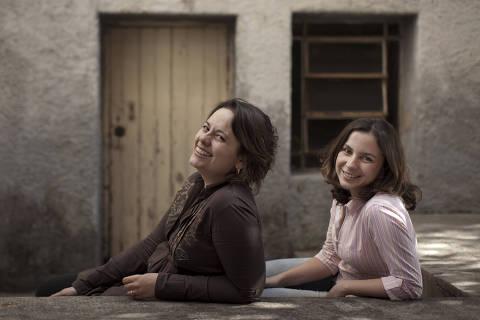 TURMALINA, MG- 01 SETEMBRO: As turismologas Mariana Madureira e Marianne Costa posam para foto em Turmalina, Minas Gerais, em 01 de setembro de 2012. (Foto: Na Lata)