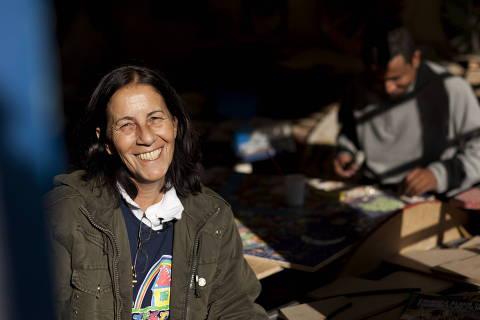 SAO PAULO, SP - 06 DE AGOSTO: A pedagoga Dagmar Rivieri Garroux, a Tia Dag, posa para foto na sede do projeto Casa do Zezinho, no Parque Santo Antonio, em Sao Paulo, em 06 de agosto de 2011. Fundada para ser um espaco de atuacao para criancas e jovens em situação de alta vulnerabilidade social pertencentes a familias de baixa renda, comecou com 7 criancas e hoje atende, anualmente, mais de 1.200 Zezinhos, criancas e jovens com idades entre 6 e 21 anos. Eles são envolvidos em atividades de educacao, arte, cultura e em oficinas de preparacao para o mercado de trabalho.(Foto: Na Lata)