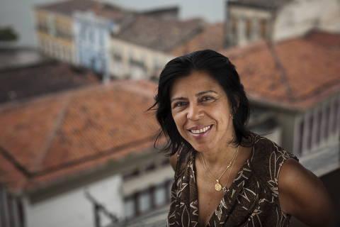 MACEIO, AL - 26  JULHO: A empreendedora social Irae Cardoso, coordenadora da Associação dos Amigos e Pais de Pessoas Especiais, a AAPPE, posa para fotos em Maceio, em 26 de julho de 2011 . A AAPPE foi criada para dar atendimento e promover a cidadania (primordialmente) de surdos. Tem foco em saude, educação, qualificação e encaminhamento profissional. Em 1998, a empreendedora social liderou o reconhecimento emlei estadual da Libras (Lingua Brasileira de Sinais) e, em 2003, a organizacao se credenciou ao SUS.(Foto: Na Lata)