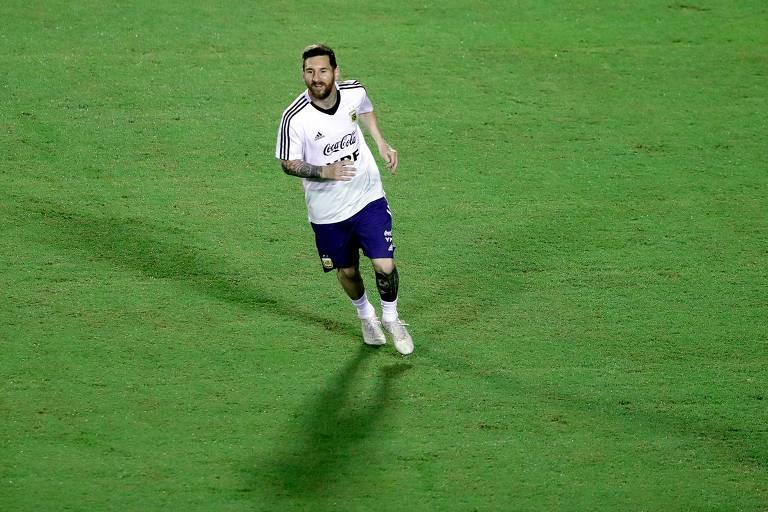 Lionel Messi no treino da Argentina, em Salvador