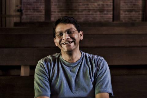 CEARA, AGOSTO 2009: Retrato de FRANCISCO ALEMBERG (de óculos e t-shirt cinza) da FUNDAÇÃO CASA GRANDE,  e fotos da organização finalista do Empreendedor Social 2009. (Foto: Renato Stockler/Na Lata) - (Snapfoto)