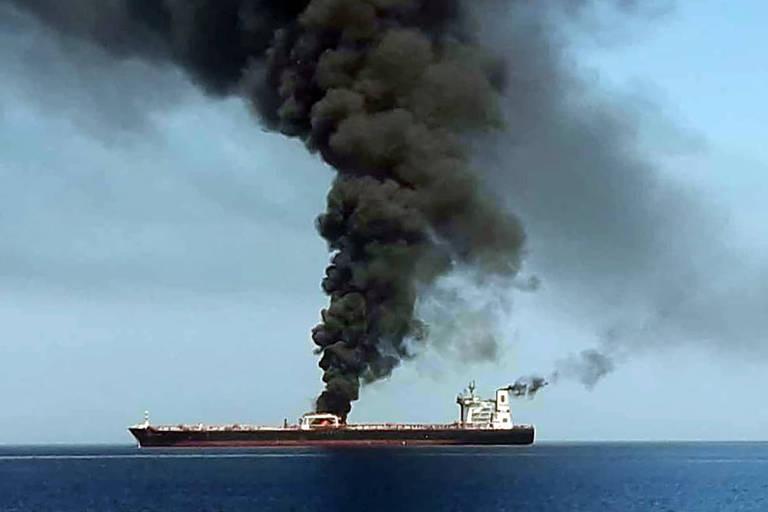 Explosões atingem petroleiros no golfo de Omã; EUA culpam Irã